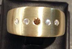 Ring in 585 Gelbgold mit braunem und weißen Brillanten