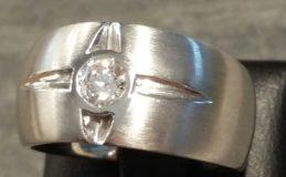 """Ring """"Stern"""" in 750 Weißgold mit Diamant im Gabrielleschliff"""