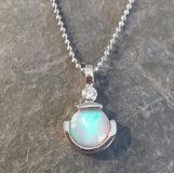 Opal in Weißgold mit Brillant